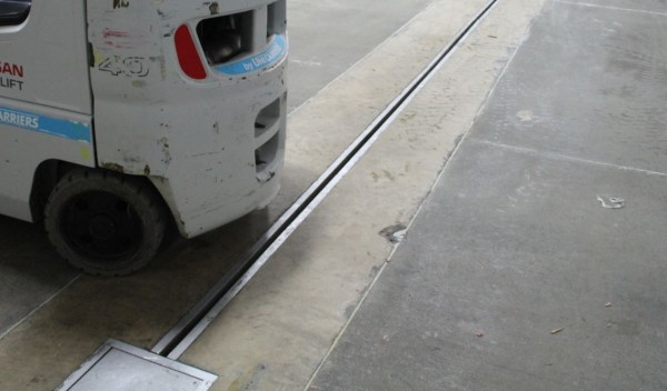 Slot-drain-used-in-forklift-traffic-facility